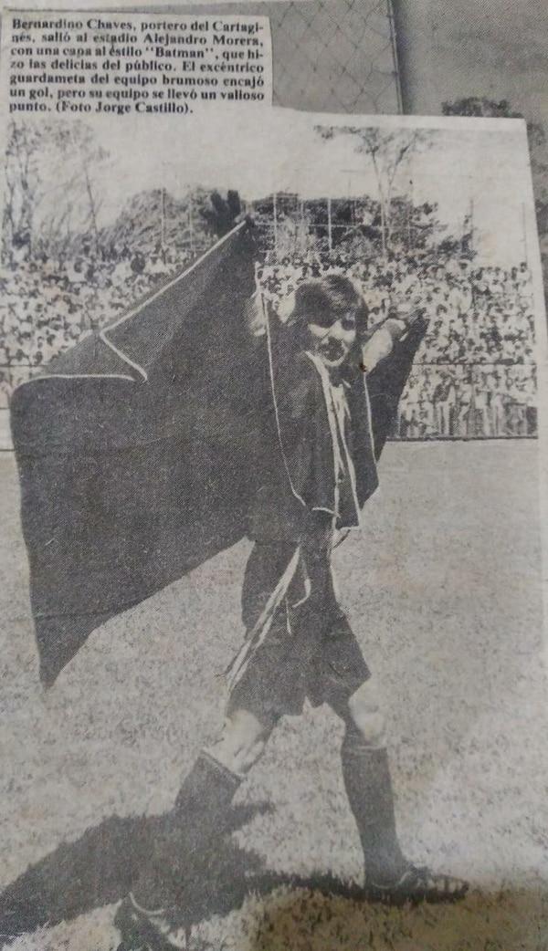 Bernardino Chaves, usaba capa en algunos partidos. Foto: Cortesía