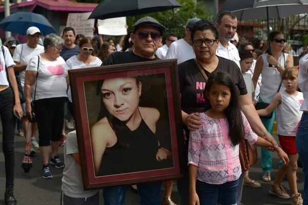 Rodolfo Fallas y Ana Ruth Romero papás de Ángelica Fallas Romero, asesinada el 24 de octubre del 2018 exigieron justicia por quienes ya no están. Fotografía: Agencia Ojo por ojo