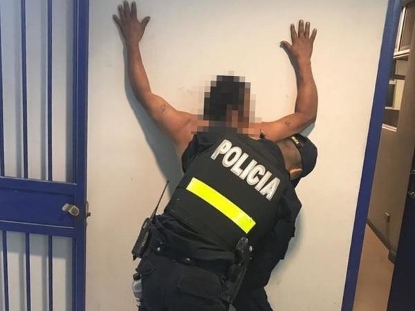 Guadamuz Blandón fue detenido por oficiales de la Fuerza Pública que fueron alertados por los vecinos. Foto: MSP.