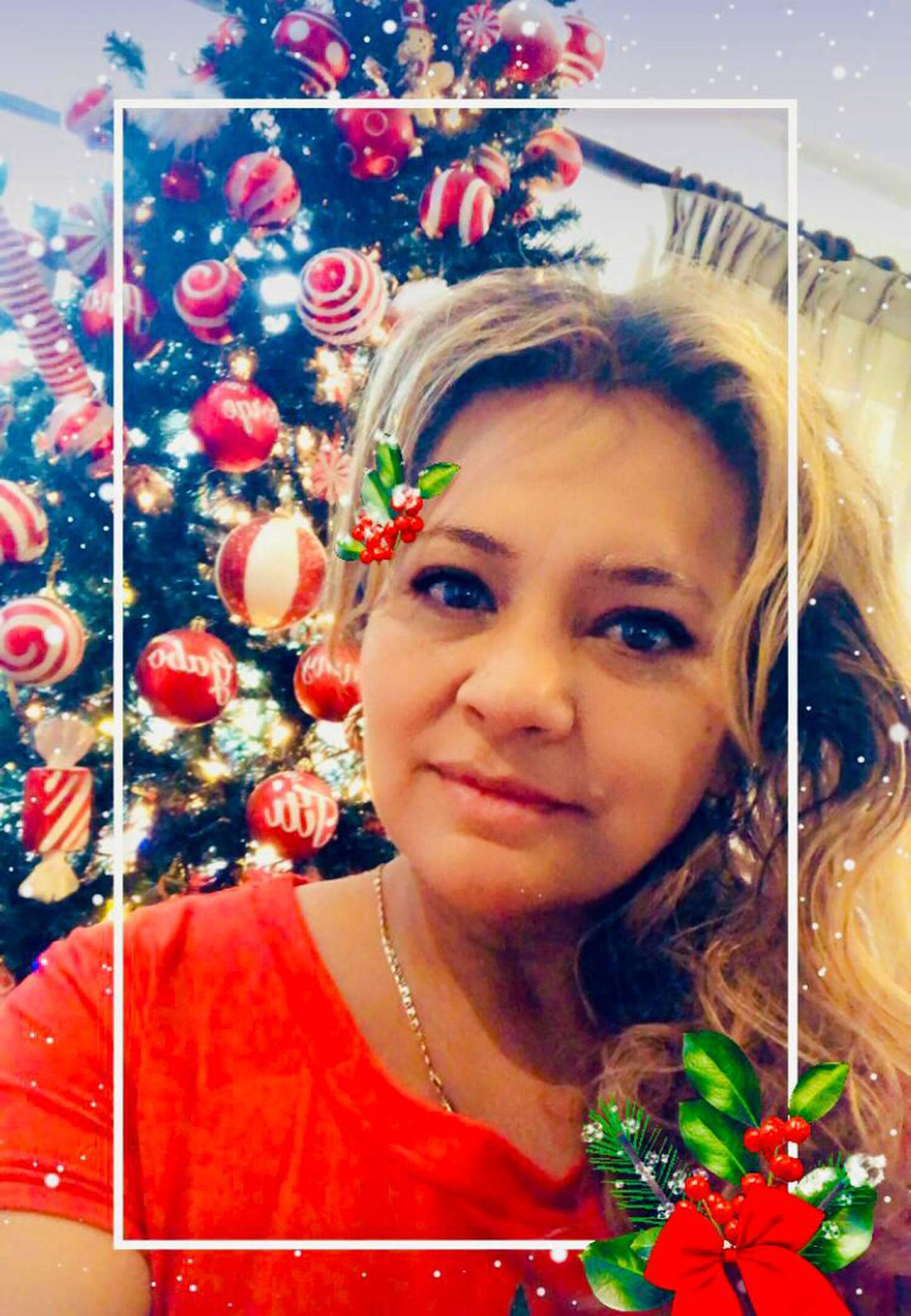 """Doña Ana Yansee Flores es vecina de Curridabat, casada, tiene tres hijos y desde principios de setiembre adornó su casa. """"Amo la navidad."""