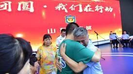 Papá encuentra en China a hijo secuestrado hace 24 años