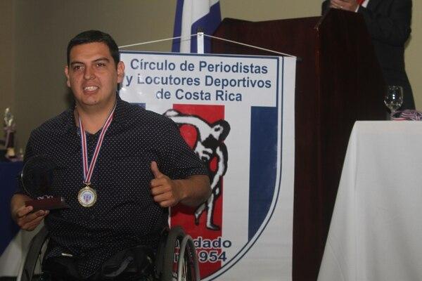 Kevin Solano fue reconocido como un ejemplo por su esfuerzo y dedicación en el baloncesto con silla de ruedas. Foto cortesía Círculo de Periodistas.