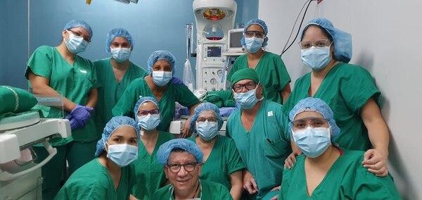 Este fue el equipo de médicos que participó en la cesárea.