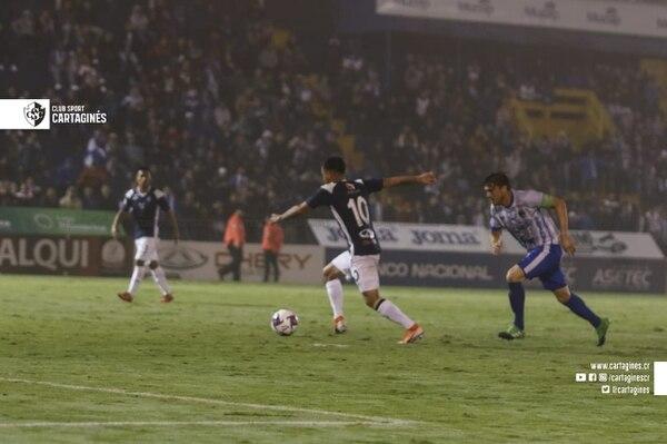 Cristopher Núñez se jaló un pepino a puro talento. Foto: Prensa Cartaginés
