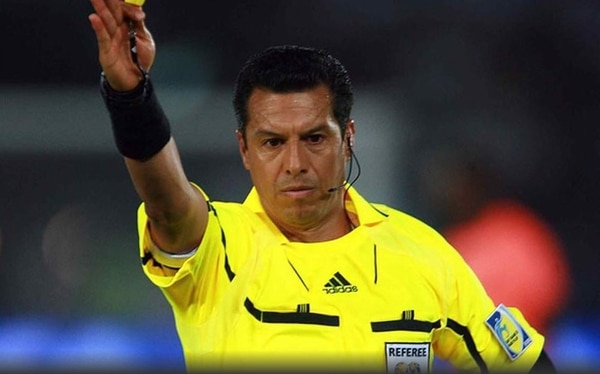 Archundia sí fue al Mundial del 2010 y le pitó juegos a selecciones como la italiana y brasileña. Tomado de mediotiempo.com