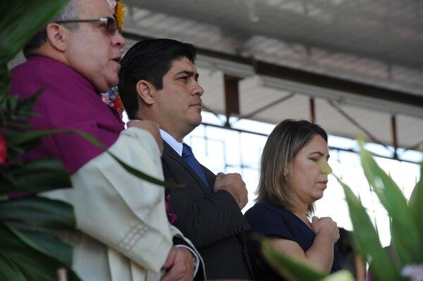 El presidente Carlos Alvarado y la primera dama, Claudia Dobles participaron en la tradicional misa. Jorge Castillo.