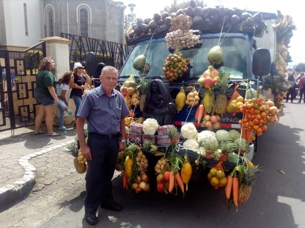 Eladio Masís, tiene más de 50 años de participar en la tradicional pasada de la virgen y ofrendar parte de sus cosechas. Foto: Karen Fernández