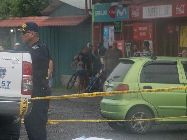 El accidente ocurrió frente al súper El Uno, en San Luis de Guácimo. Foto: Reyner Montero