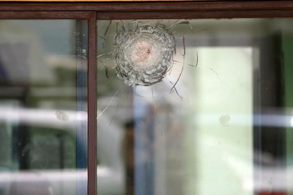 Las balaceras han dejado marcas en la entrada de La Reforma. Foto: Albert Marín.