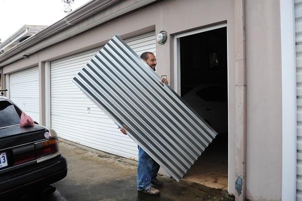 Don Nelson llegó a ayudar a una vecina en Rohrmoser. Fotos Melissa Fernández
