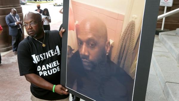 Daniel Prude murió después de que unos policías le pusieron una capucha en la cabeza.