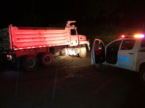 Los asaltantes frenaron el carro remesero con una plataforma y bajaron desde una vagoneta, escaparon en un pick up que luego dejaron abandonado. Foto: Reiner Montero