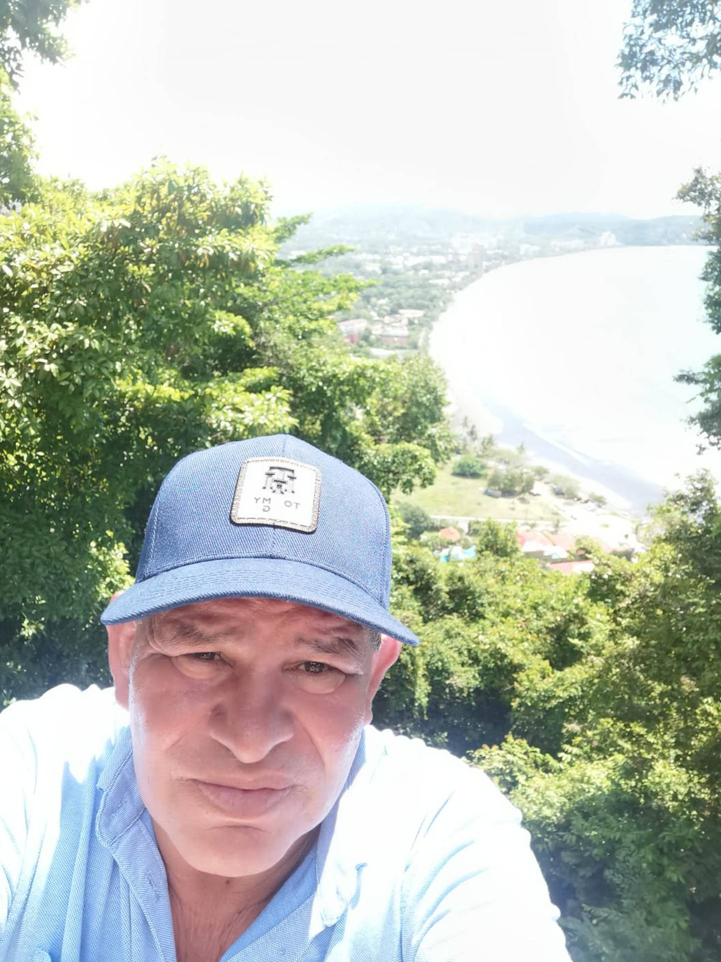 Víctor Eduardo Álvarez Redondo, vecino de Potrero Cerrado de Cartago, de 59 años y quien vivió en una de las casitas de la cima del Irazú durante 18 años ya que trabajó, junto a su esposa, para Canal 6, entre 1980 y finales de los noventas.
