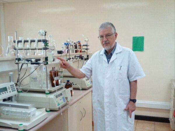 José María Gutiérrez es unos de los investigadores que crean sueros contra las mordeduras de serpientes en el Instituto Clodomiro Picado.