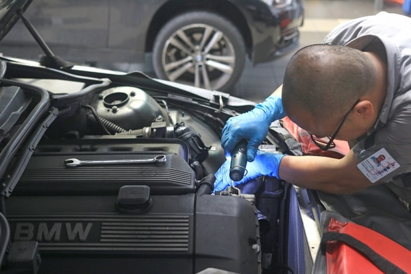 Los mecánicos liberianos tiene una buena opción para aplicar. Foto: Jonathan Jiménez