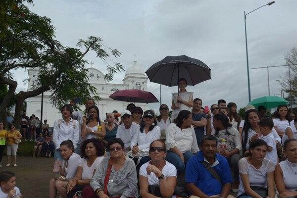 Docenas de personas representaron a las víctimas de violencia y pidieron