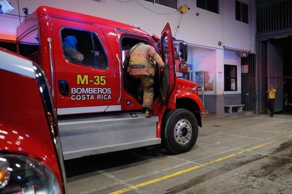 Los bomberos han llevado las medidas de prevención hasta sus hogares. Foto: Jeffrey Zamora.