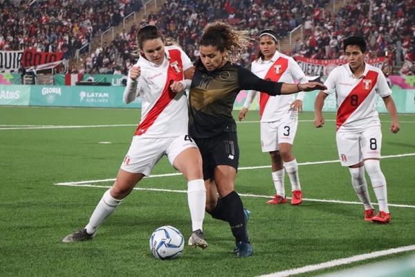 Raquel Rodríguez fue mucho peso para Perú y eso que solo jugó un tiempo Foto CON