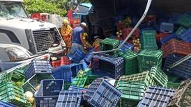 Choque de camiones dejó dos heridos graves