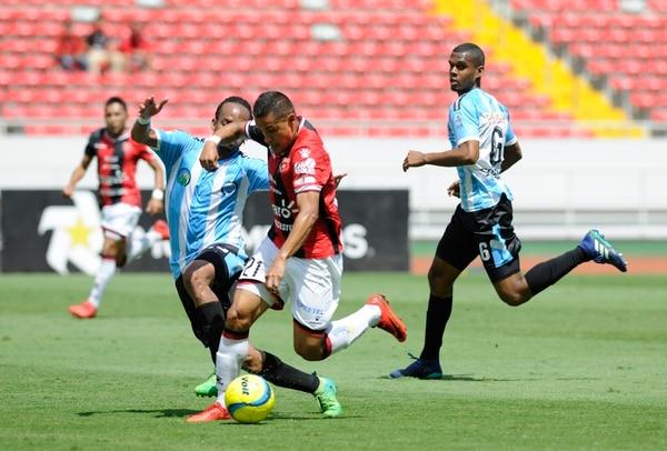 Ro-Ro siguió con su ritmo de escándalo y marcó su 15 gol del torneo. Foto: Rafael Murillo.