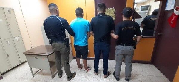 Los detenidos fueron el administrador y los guardas del local. Foto: OIJ