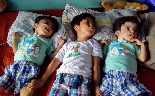Francisco se ha convertido en un gran apoyo para sus papás y sus hermanitos. Foto: Cortesía