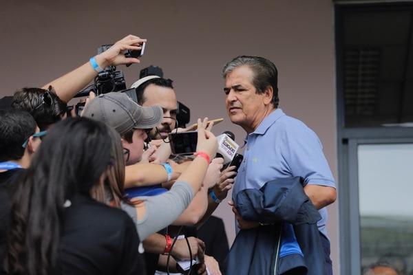 Pinto se portó tuanis con la prensa, todos querían la reacción del colombiano. Foto: Albert Marín