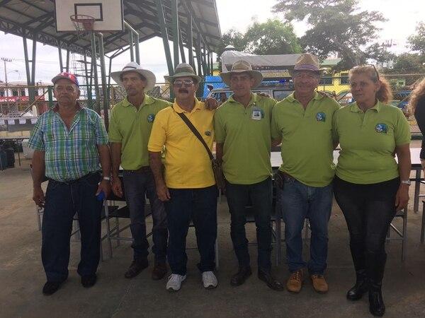 Juan Nieves, Rodolfo Mora, Miguel Badilla, Michael Salazar, Antonio Badilla y Maureen Molina son miembros de la Junta Cantonal. Foto: Bella Flor Calderón.