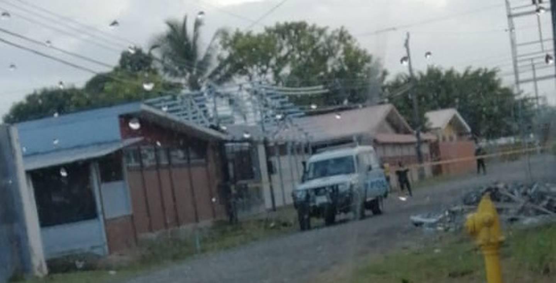 Hombre es asesinado en barrio Los Cocos de Limón. Foto Raúl Cascante.
