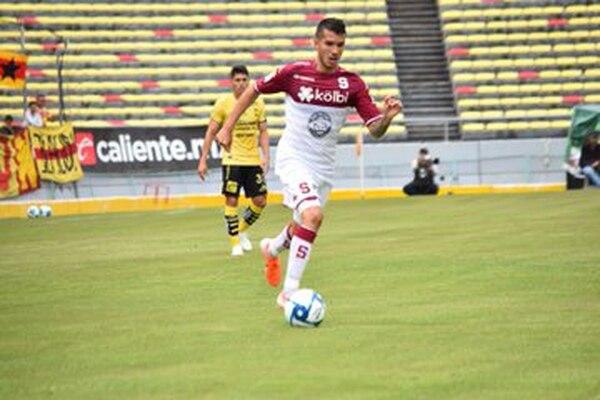 El joven José Rodolfo Alfaro, anotó uno de los dos goles de la S, este sábado en casa del Morelia, en la derrota morada 6-2. Foto Saprissa Oficial