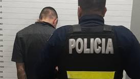 (Video) Agarran de nuevo a hombre que intentó huir de policías en Pavas corriendo por techos