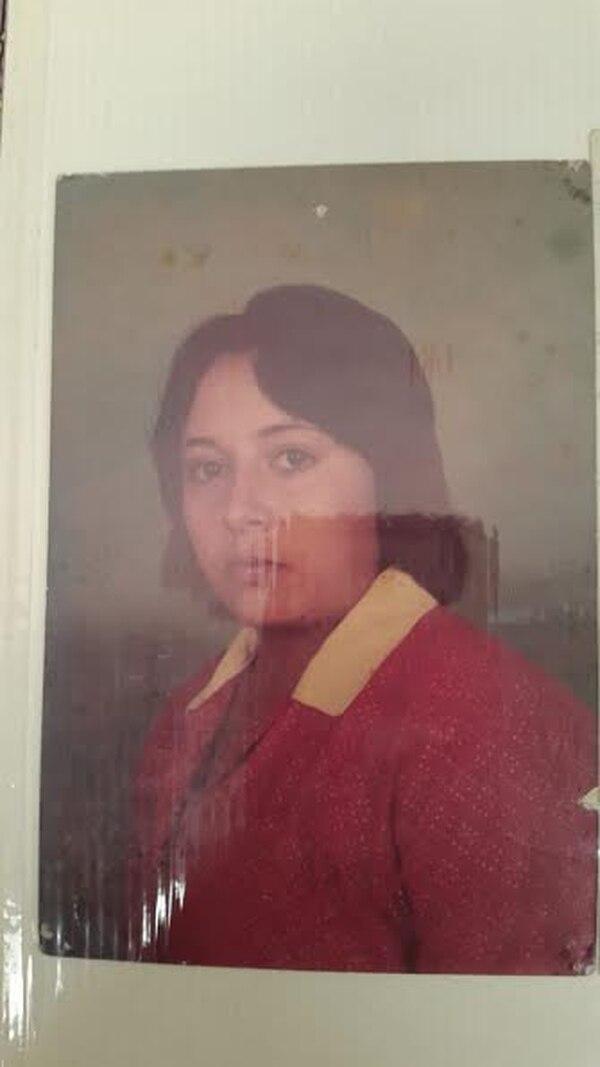 Esa es la única foto que Ginete tenia de su madre biológica María Cecilia Badilla. Foto: Cortesía