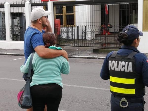 Varias personas se sentían angustiadas al pensar que el fuego podría destruirlo todo. Foto Keyna Calderón.