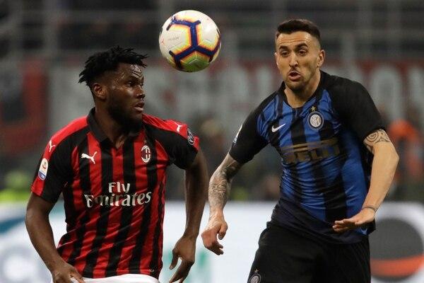 Franck Kessie fue el blanco de los gritos racistas la afición del Inter, que demostraron todos sus prejuicios. Fotos: AP