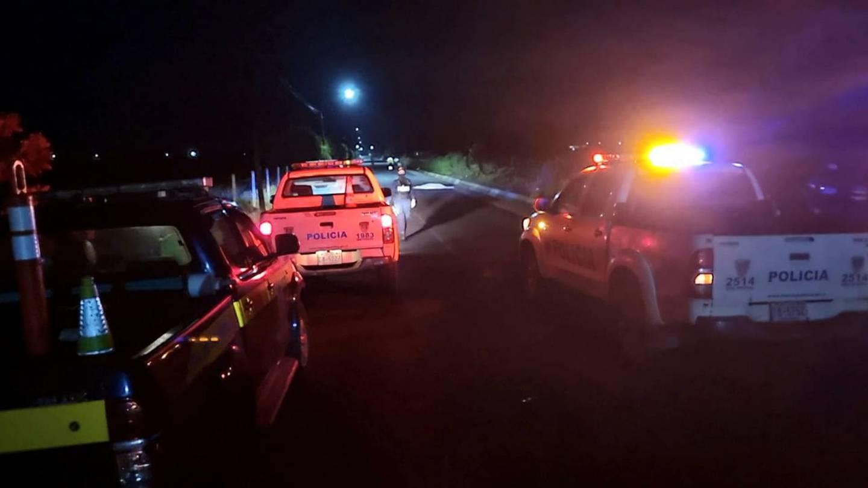 Hombre muere atropellado en San Carlos por conducto que se dio a la fuga. Foto Edgar Chinhilla.