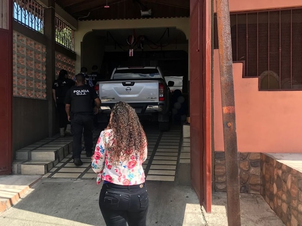 Los agentes judiciales arrestaron al alcalde frente a su casa, en Siglo XXI de Limón. Foto: Rodolfo Martín / Archivo.