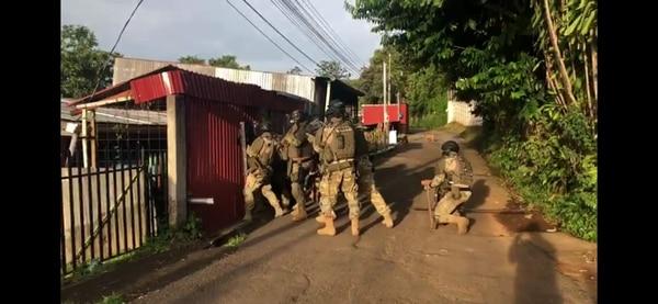 Los agentes del SERT participaron en el operativo. Foto: OIJ.