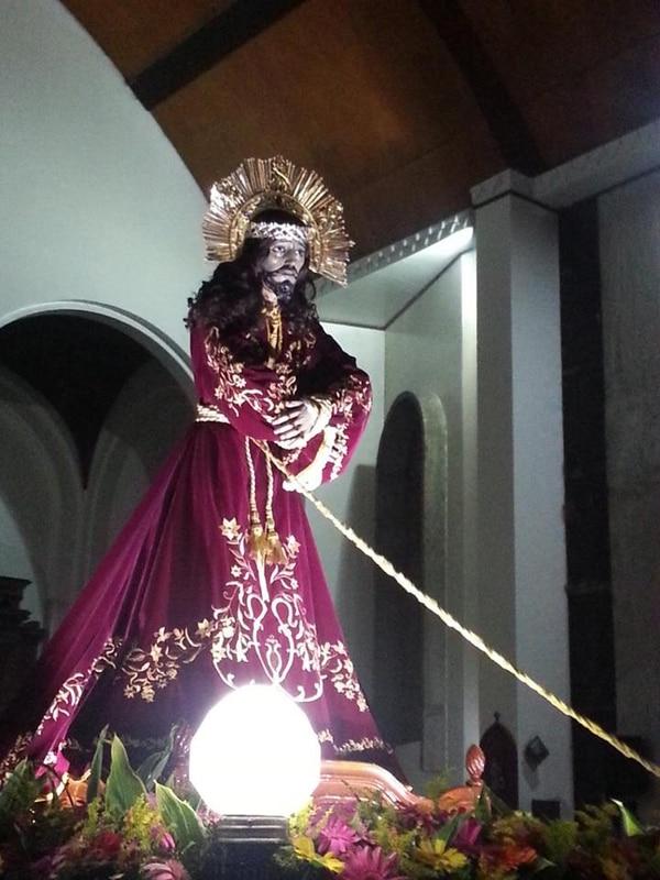 La imagen del Nazareno tiene más de 100 años de acompañar a los cartagos. Foto: Fernando Gutiérrez.