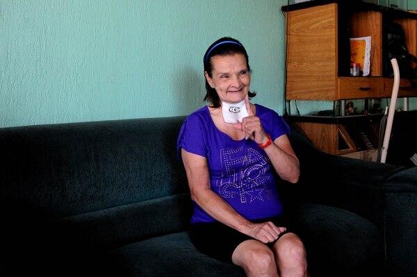 Doña Dora ahora es pura alegría y felicidad por estar viva. Ya come normalmente, hasta chicharrón comió ya. Foto Melissa Fernández.