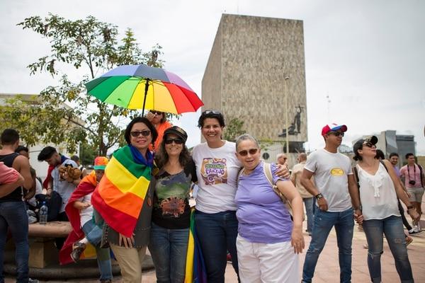 La comunidad LGBTI empezó la cuenta regresiva a partir de este lunes para que acabe la prohibición que tienen para casarse en Costa Rica. Foto: Carla Orozco Odio