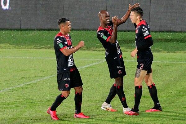 Fernán marcó el cuarto gol para los manudos contra Cartaginés el 7 de noviembre. Foto: Rafael Pacheco