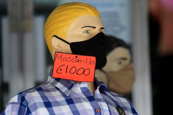 Las mascarillas se consiguen por todo lado, pero hay que verificar que cumplan con los requerimientos. Foto: Rafael Pacheco