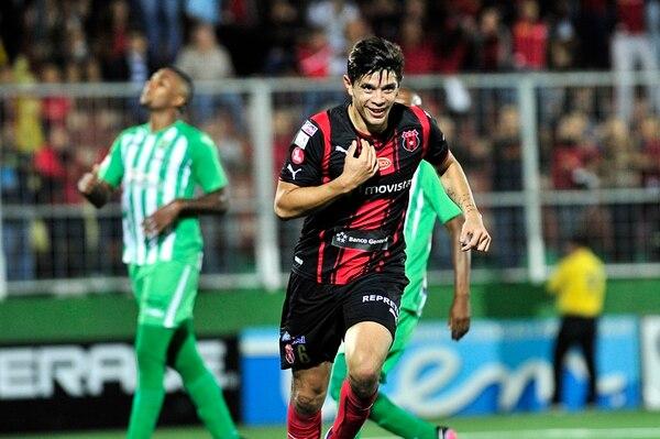 José Andrés Salvatierra celebrando contra la escuadra de Limón FC, durante la temporada 2013-14. Foto Rafael Murillo.