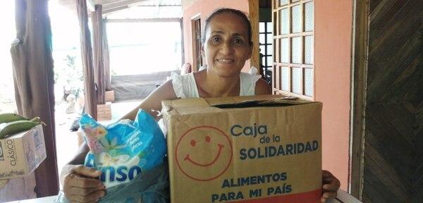 Las cajas solidarias han llegado a las manos de gente afectada por la pandemia.
