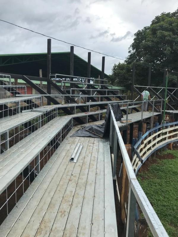 Los cañeros podrán ver las corridas de toros desde una gradería nueva hecha de metal. Cortesía.