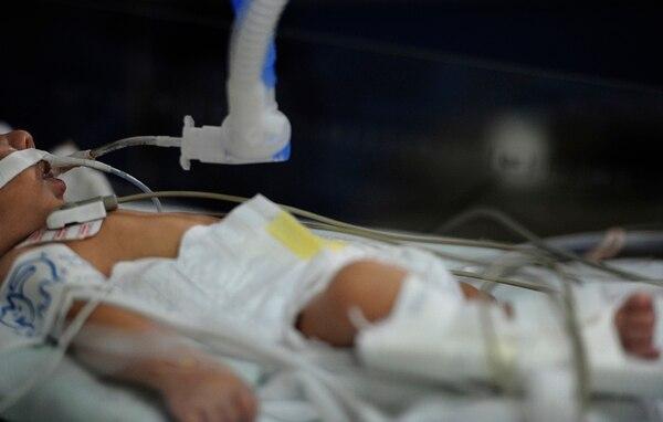El virus sincitial y la influenza se disparan en invierno, golpeando más duro a los niños menores de 5 años y a los abuelitos. Archivo.
