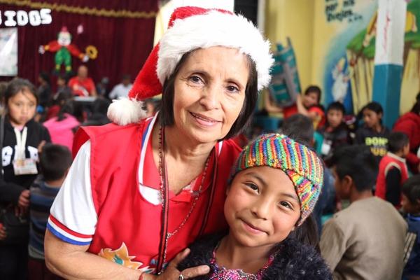 Varias colaboradoras ticas viajaron a Guatemala para ayudar en la fiesta de los niños. Cortesía.