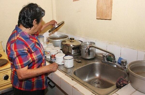 El AyA recomendó a los afectados guardar agua. Foto: Archivo.