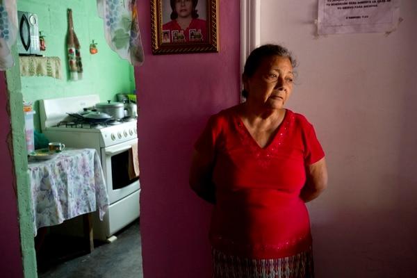 Doña Haydee buscó durante ocho años a su hijo que se fue por el sueño americano de Honduras a Estados Unidos. Foto AP.