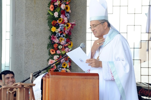 """En una parte de su mensaje, el obispo dijo que la Iglesia debe meterse en política e incluso afirmó que """"la garganta no le daba"""" haciendo alusión al acalorado mensaje que brindó Alvarado el 25 de julio en Guanacaste. Jorge Castillo."""